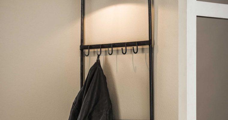 Industriële Kapstok 'Antonie' met lamp | 8713244076275