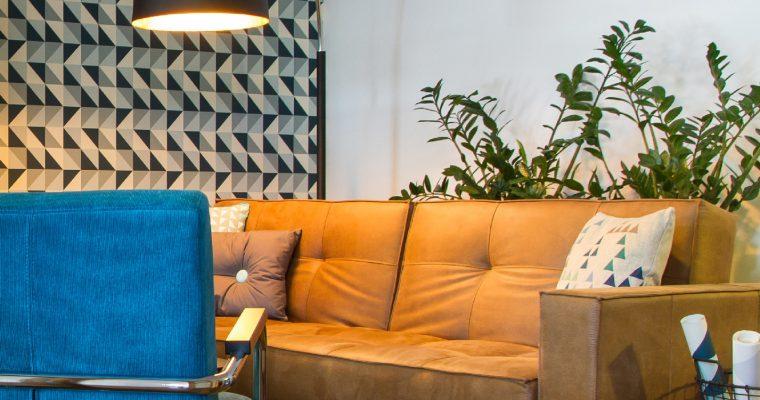 Innovation Slaapbank Splitback Armleuning – Kunstleer Faunal 551 Bruin – Chromen Poten | 8720143241048