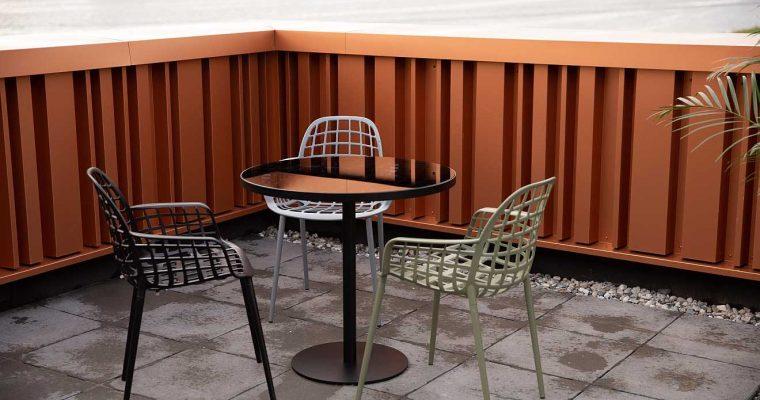 Zuiver Albert Kuip Garden Ronde Tuintafel – Smoke Glazen Tafelblad – Zwart Onderstel | 8718548044968