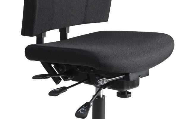 24Designs Bedrijfsstoel Hoog – Stof Zwart – Verstelbare Zithoogte 66 – 91 Cm – Zwart Kunststof Onderstel   8719874344074