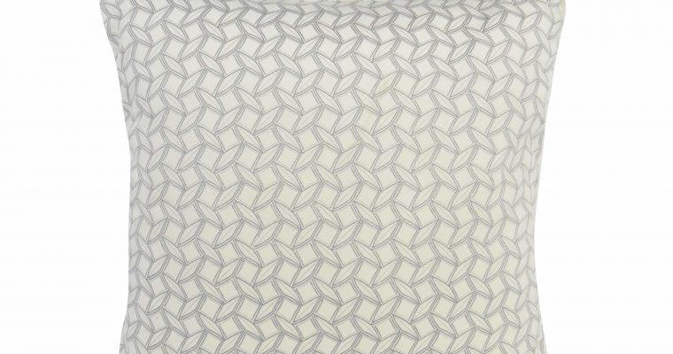 Initials kussen Lodge Geo Pearl white 45x45cm   255-450-215   Initials