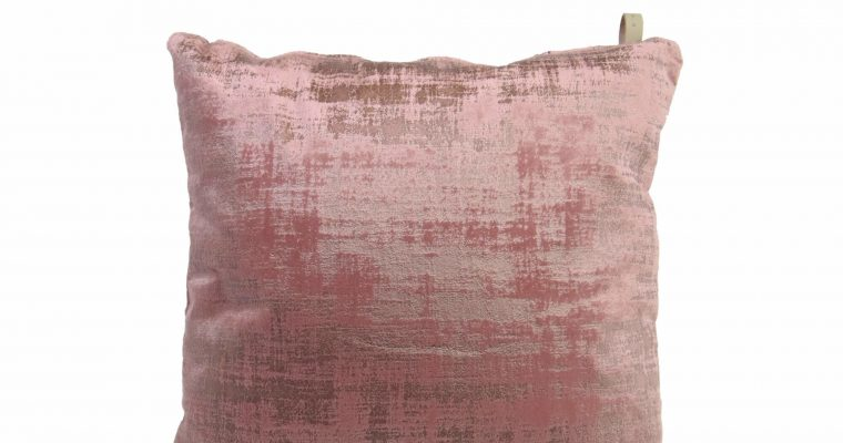 Initials kussen studio Alessia Blushed pink 45x45cm   255-450-048   Initials