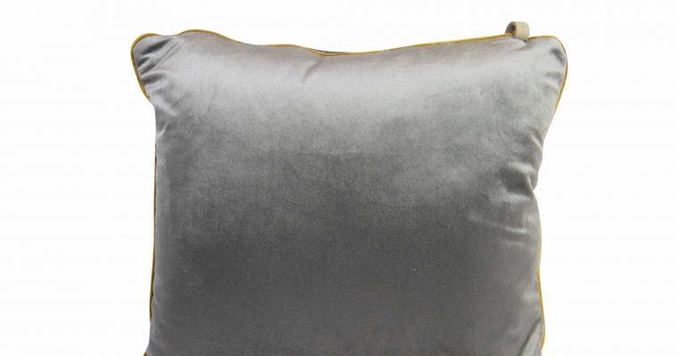 Initials kussen studio Murano Steel grey 45x45cm   255-450-097   Initials